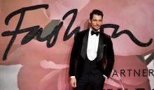 LON577. LONDRES (REINO UNIDO), 05/12/2016.- El modelo británico David Gandy posa a su llegada a la premiación anual de la Moda Británica hoy, lunes 5 de diciembre de 2016, en el Royal Albert Hall de Londres (Reino Unido). Los Premios de la Moda Británica reconocen a las personas más influyentes en la moda de hoy y celebran lo mejor del talento británico e internacional del campo. EFE/Facundo Arrizabalaga